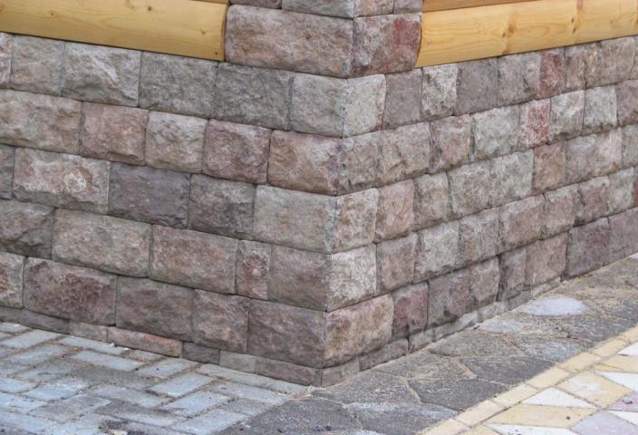 Отделка цокольного этажа натуральным камнем