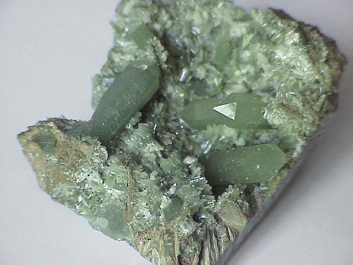 2-kamen-kvarc-opisanie-harakteristik-minerala-ego-svoystva-i-osobennosti-2