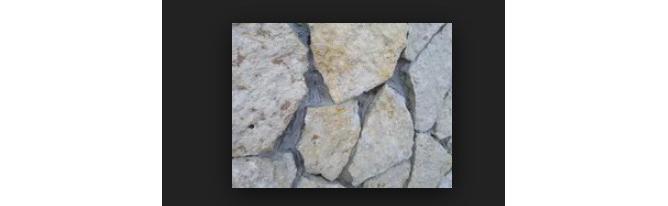 Фото облицовки из горбушки серого псковского известняка