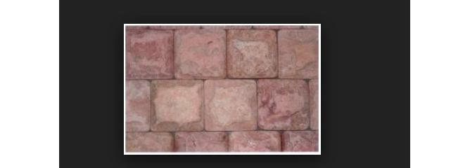 Фото облицовки из розового псковского известняка с околом, обработанной с 6 сторон